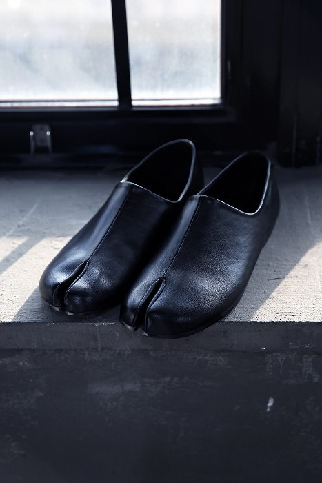 Simple Black Tabi Shoes