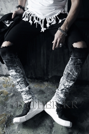 ByTheR Custom Under White Painting Knife Jean