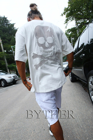 ByTheR Decorated Back Skull Mesh Cotton Made Loose T-Shirt