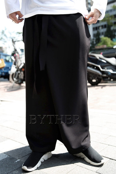 ByTheR Diagonal Belt Banding Wide Pants