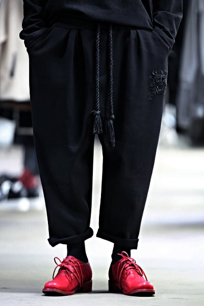 ByTheR Haunted Embroidery Cropped Fit Cropped Pants
