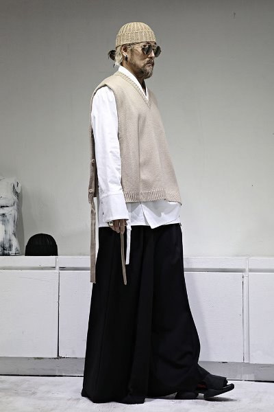 Button strap layered knit vest