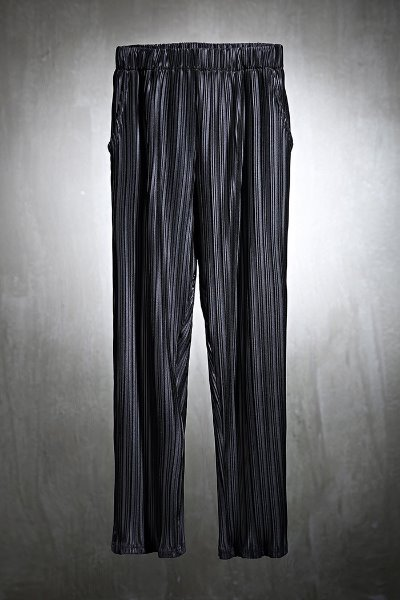 Mukha straight fit  trousers with soft pleated fabric